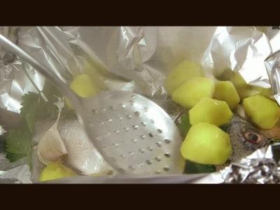 Sarago al cartoccio con patate novelle