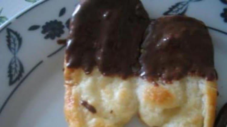 Ventaglini di pasta sfoglia al cioccolato
