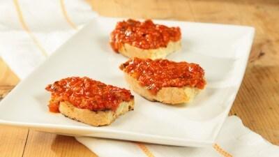 Crostini con crema di peperoni