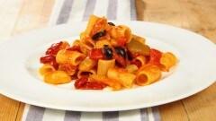 Mezzemaniche peperoni e olive