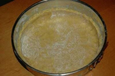 Crostata ripiena di yogurt e cioccolato