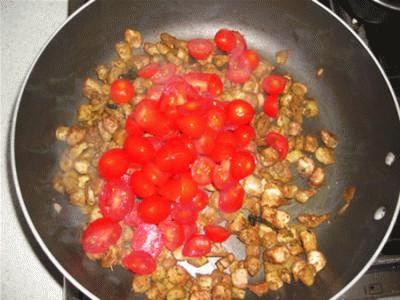 Melanzane ripiene con pomodorini e formaggio