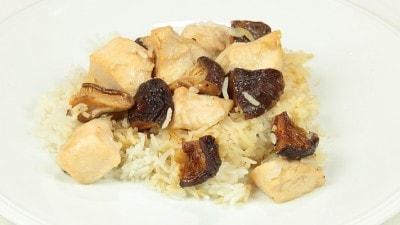 Riso con pollo e funghi