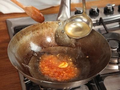 Gamberoni fritti nel wok