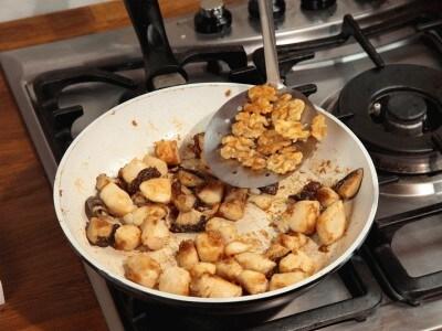 Pollo fritto con noci