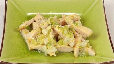Frittata di pollo pechinese in salsa di cipolle e aglio