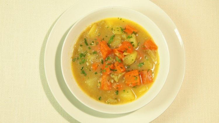 Zuppa di verdura mista Shorwa minestra afghana