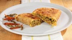 Martabak Telor - calzoncini fritti con manzo e verdura