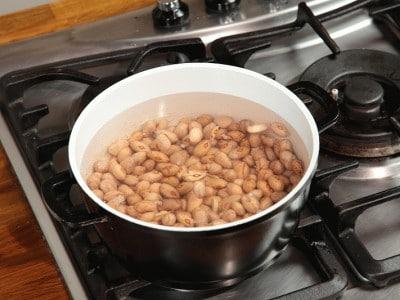 Piedini di maiale con fagioli