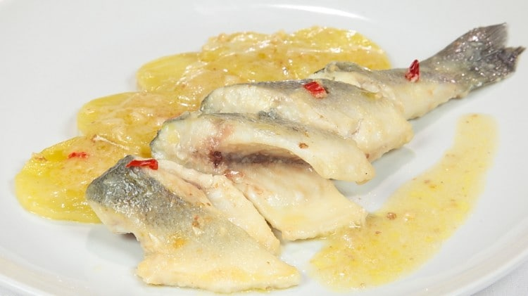 Branzino e patate in salsa