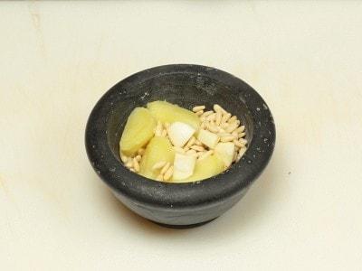 Baccalà con salsa di patate e pinoli
