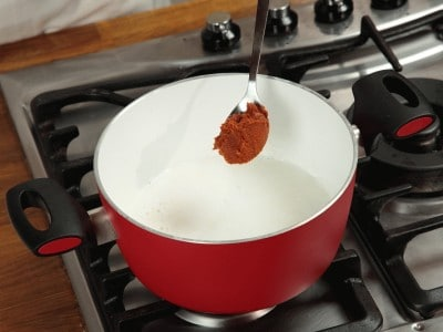 Manzo al curry con salsa dolce di arachidi