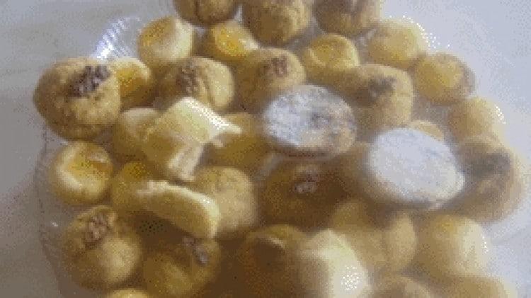 Biscotti misti all'arancia, marzapane, arachidi e noci