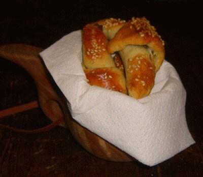 Croissant di patate al sesamo ripieni di pecorino