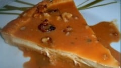Crostata con panna cotta, caramello e noci