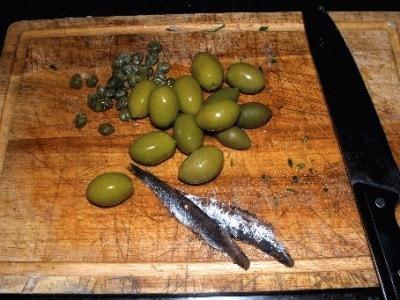 Spezzatino di coniglio olive e pinoli