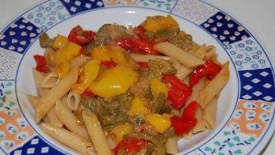 Pennette con zucchine e peperoni