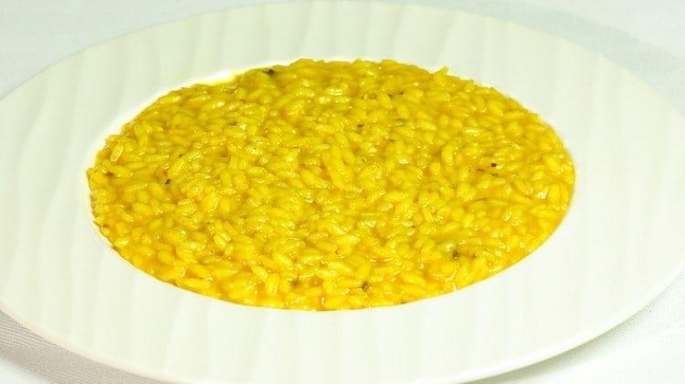 Risotto alla milanese tradizionale