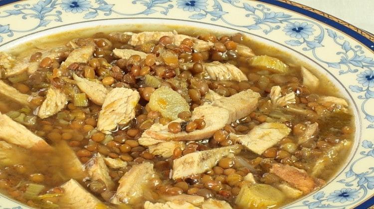 Zuppa di pollo e lenticchie