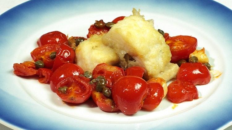 Baccalà con pomodori e capperi