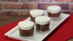 Mousse al cioccolato profumata al caffè