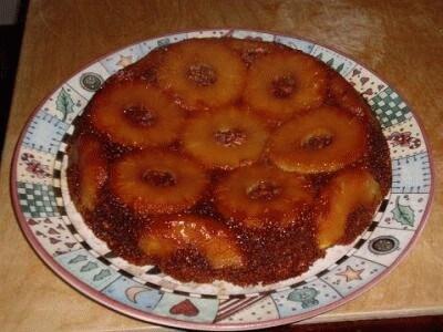 Torta all'ananas con noci e amaretti