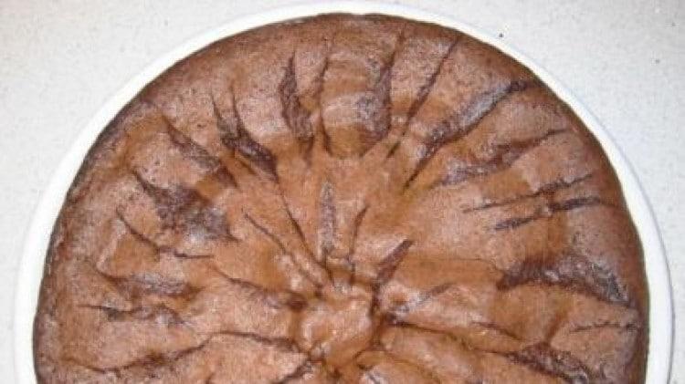 Dolce con cioccolata, semi di papavero e mele