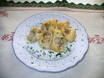 Pasta ripiena con carciofi, ricotta e prosciutto