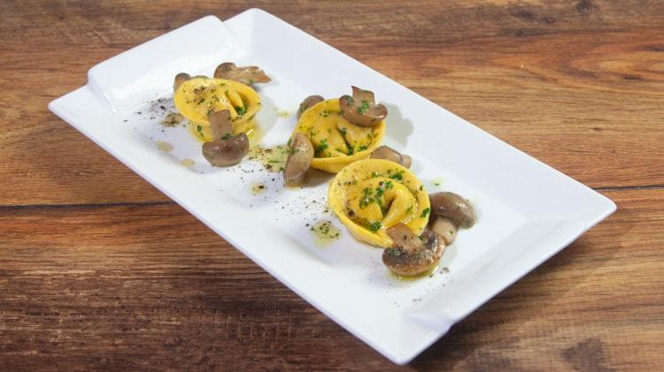 Tortellacci salsiccia e funghi