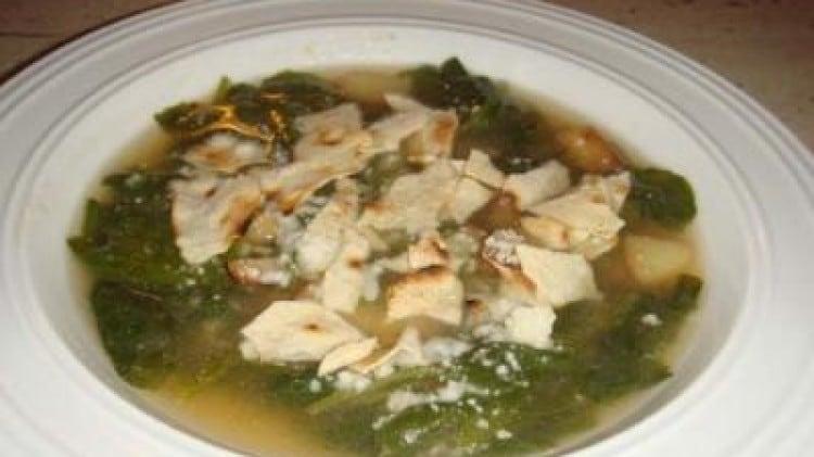 Zuppa di rucola e patate al pecorino
