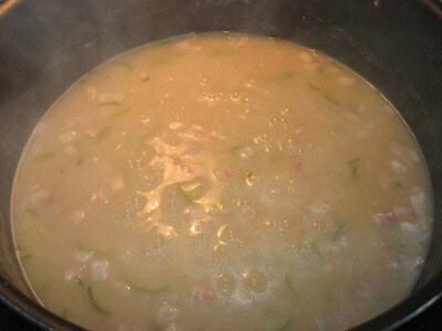 Zuppa di legumi, cereali con pancetta e zucchine