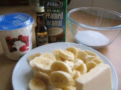 Semifreddo con banane caramellate al rhum e cocco