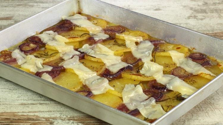 Teglietta di patate e cipolle