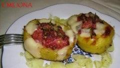 Patate ripiene con salsiccia rosmarino e provolone piccante