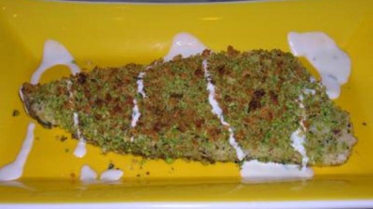 Spigola in crosta di pistacchi con salsa al limone