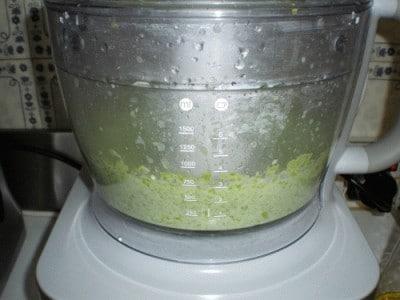 Gamberi in panure di papavero su crema di asparagi