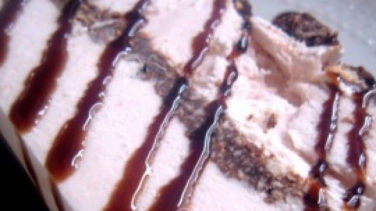 Mattonella con yogurt di fragola e cioccolato