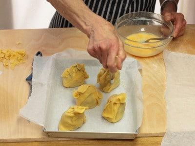 Fagottini di carciofi in pasta per strudel