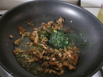 Crostini con mousse di funghi e speck