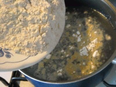 Agnello al limone, rosmarino e ginepro con polenta di castagne