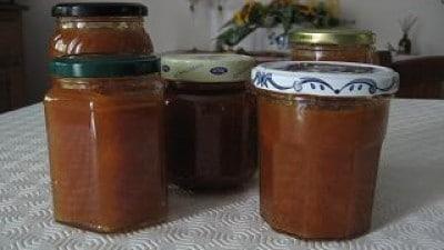Marmellata di pesche con cannella e rum