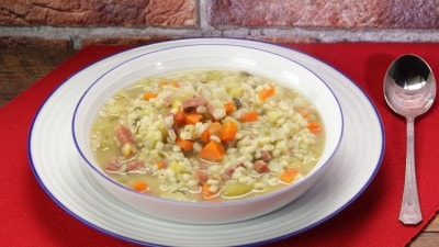 Zuppa d'orzo e verdure