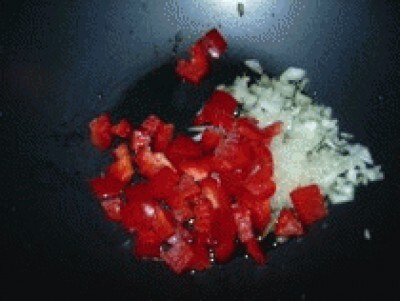 Riso pollo piselli e peperoni