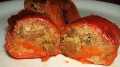 Involtini di peperoni grigliati e mollica condita