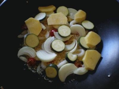Wok di riso, calamari e verdure