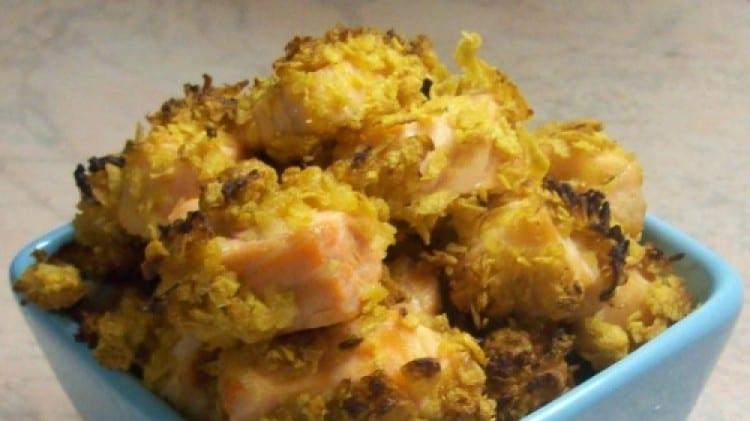 Dadini di salmone supercroccanti ai corn flakes