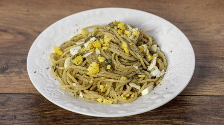 Spaghetti con uova sode