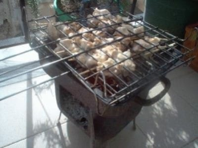 Satay di pollo e warm peanut dip