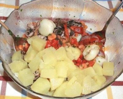 Insalata di gamberetti, calamaretti e polipetti