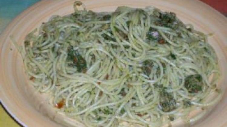 Spaghetti tonno, pesto e capuliato